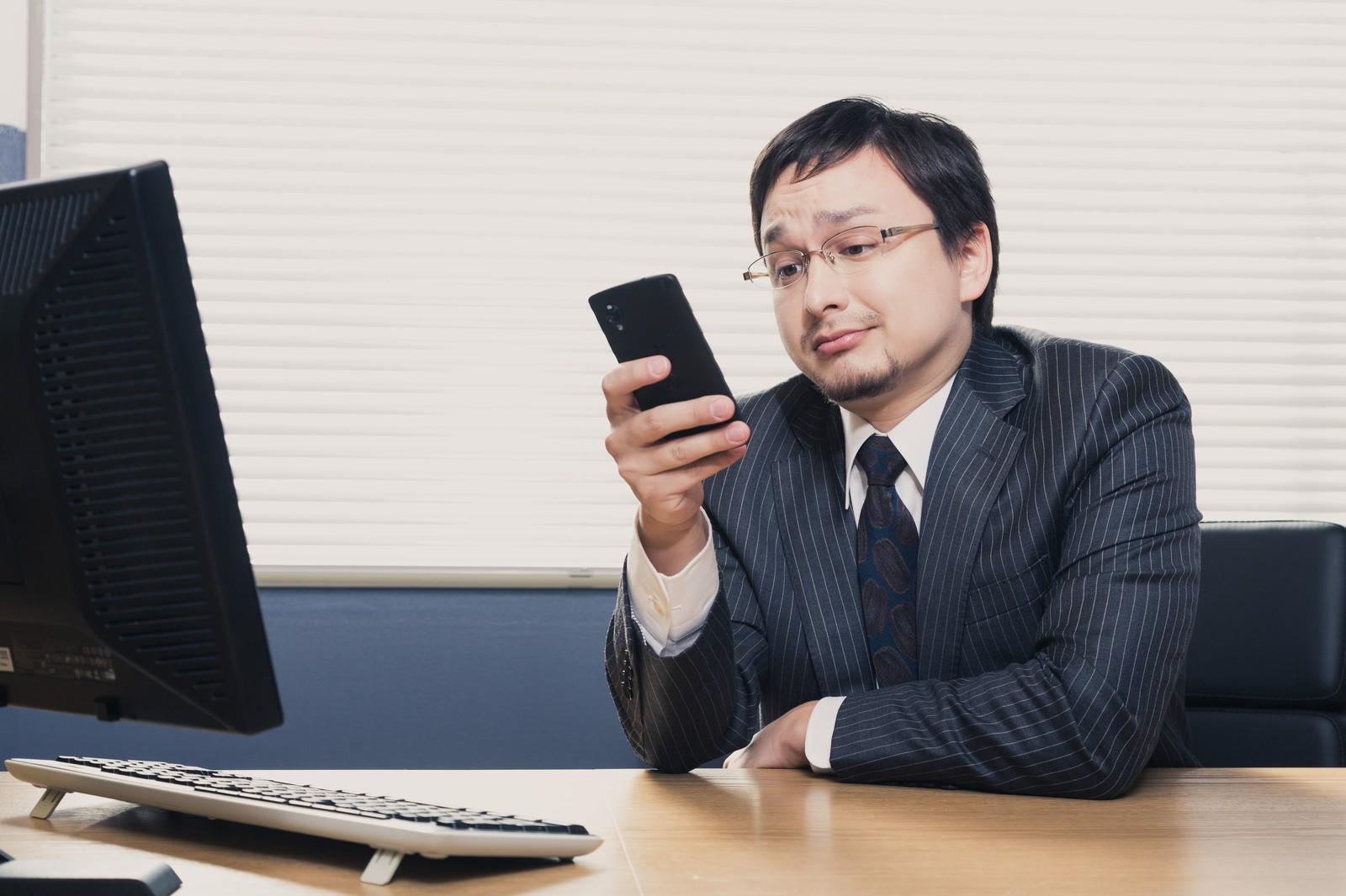 社内外で使っている連絡手段を教えます。